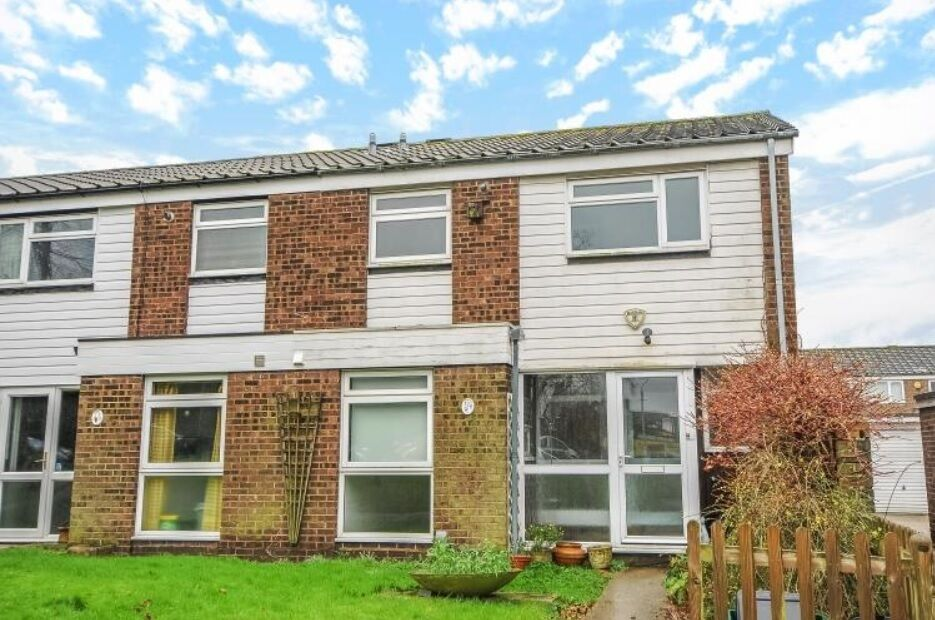 No Dss - Superb Purpose Built House With Private Garden Moments Streatham Common - SW16.