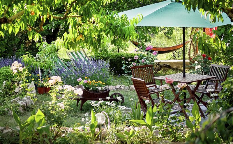 Damit der Garten zur Sommeroase wird, ist jetzt anpacken angesagt. (© Thinkstock über The Digitale)