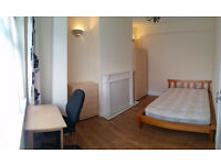 Bright comfortable 2 BIG double rooms and by Edmonton Green station