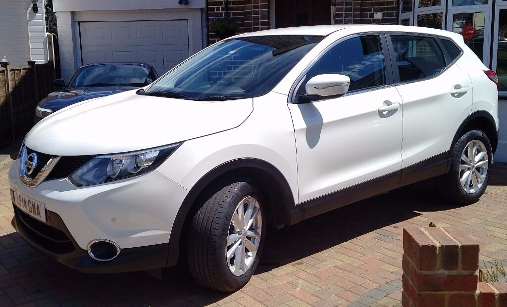 nissan qashqai 5d xtronic april 2014 white pearlescent 15 000 miles excellent. Black Bedroom Furniture Sets. Home Design Ideas