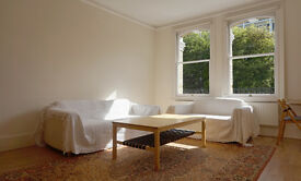 First-floor 1 bedroom flat, balcony, 3 min from tube and Kensington Village, bright & airy