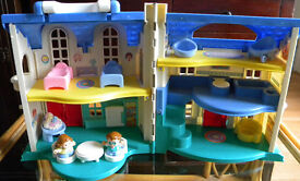 FISHER PRICE LITTLE PEOPLE EXPANDABLE DOLL HOUSE - used