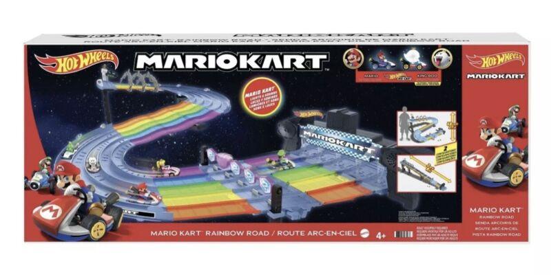 Hot Wheels Mario Kart Rainbow Road Track Set