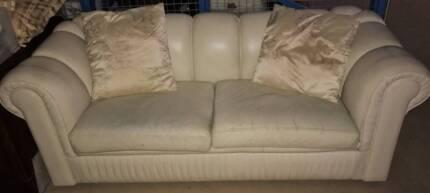 Sofa modern chesterfield cream leather