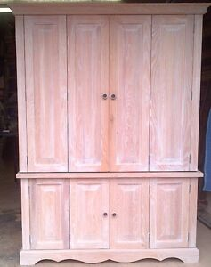 Large oak hide-away desk/cabinet unit