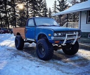 Sellin 1974 Datsun 620 and parts truck