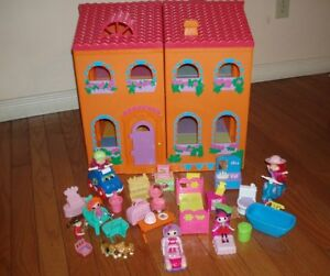 2 Story 4 Sections Doll House Play Set