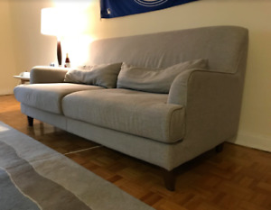 AMAZING COUCH FOR SALE ! AVAILABLE NOW !