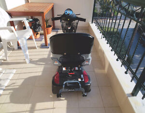 Phoenix 3 Wheel Heavy Duty Scooter by Drive Medical London Ontario image 4