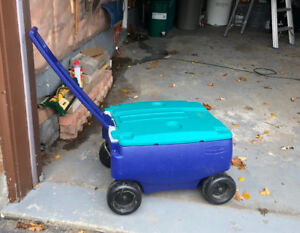 Rubbermaid cooler on wheels – great cond!