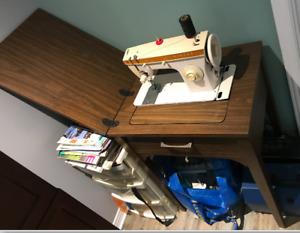 Machine à coudre Singer 247 - années 70 avec meuble