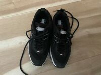 Womens Tommy Hilfiger Trainers Size 6 New without box.