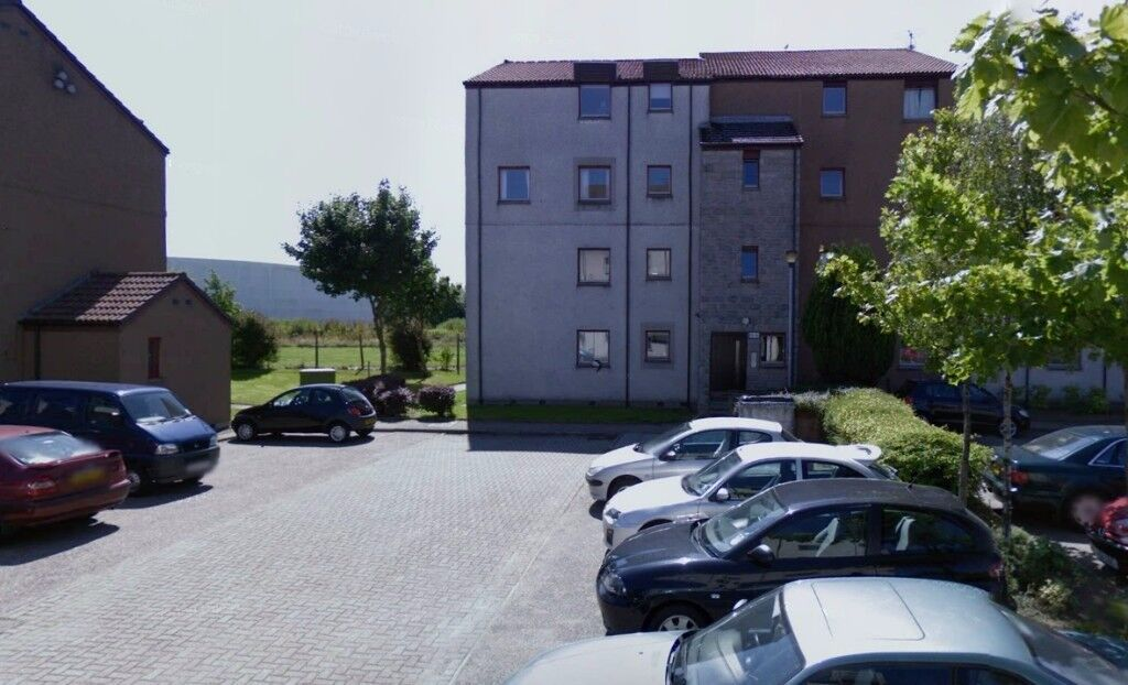 3 bed HMO 1st floor flat in Headland Court with parking