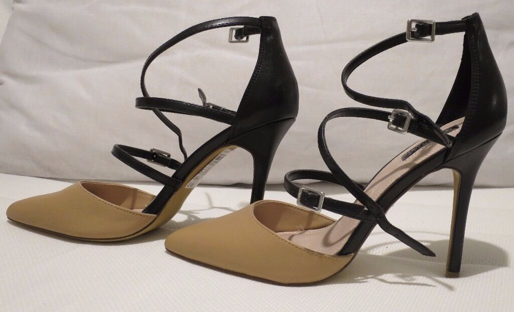 Court Shoesin Crookston, GlasgowGumtree - Nude/Black court shoes from Top Shop Size 5/38 Euro Never worn Location Darnley Mains, Glasgow