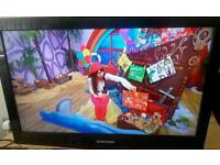 Samsung 32 inch LCD TV with built-in Freeview complete with remote control for sale
