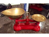 Scales. Vintage in good condition.