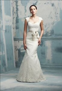Gorgeous lace Paloma Blanca wedding dress - size 6 (used)