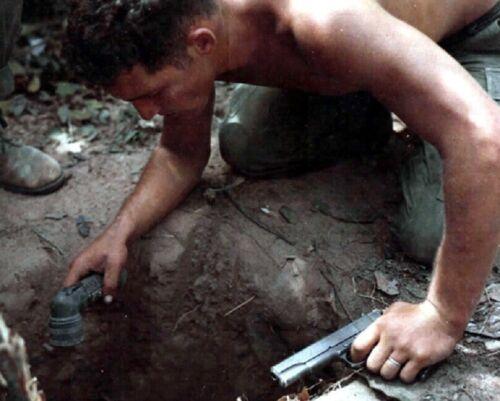 US Soldier Tunnel Rat at work 1967 8x10 Vietnam War Photo 387