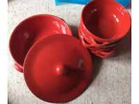 Ceramic dish with lid and x4 serving dishes - red