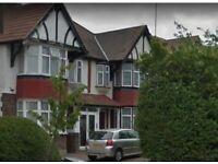 6 bedroom flat in WATFORD WAY, HENDON, NW4 4XA