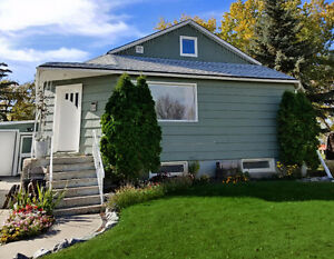 Cute Home in Raymond + Deck + Garage + Lg Yard + Guest Suite