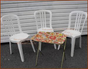ENSEMBLE JARDIN BISTRO POUR 3 AVEC PETITE TABLE VINTAGE : $30.