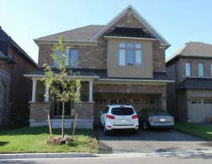 4 Bdrms Detached 2 Car Garage in Valley of Thornhill for rent