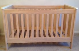 Mamas & Papas Cot Bed & Chest of drawers / changing table & mattress