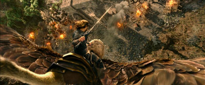 Im Sturzflug fliegt Travis Fimmel alias Anduin Lothar in die Schlacht. (© Universal / Legendary Pictures)