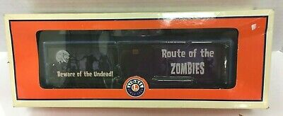 LIONEL TRAINS HALLOWEEN THEMED WALKING ZOMBIE BRAKEMAN CAR #6-29324 IN THE BOX