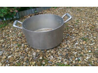 Large stainless steel 35cm saucepan/pot with lid