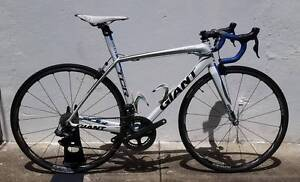 Giant TCR Advanced SL0! M. Dura Ace Di2. Dura Ace C24! Dulwich Hill Marrickville Area Preview