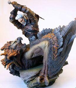 NEUF - Figurine collector Geralt de Riv combattant un griffon