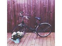 Beautiful Ladies Vintage Bike: Dutch Style (London Pick-Up)