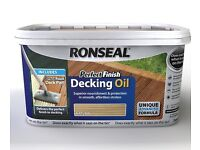 Ronseal Perfect Finish Decking Oil. Natural 2.5l with Deck Pad Applicator.
