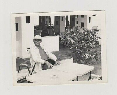 OLD PHOTO PEOPLE MAN SUNGLASSES FASHION LAWFORDS SWIMMING POOL HOLIDAY (Old People Sunglasses)