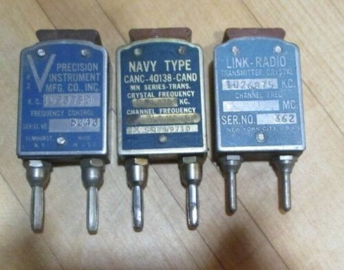 One Large-size Crystal AM Broadcast Band Frequency TESTED Navy MN