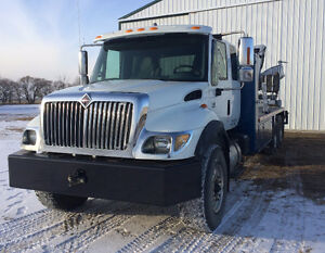 International 7500 Picker Truck