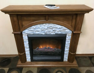Excellent Oak Mantle w/ Electric fireplace SEE VIDEO