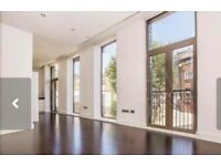Double ensuite bathroom with canal view terrace in Camden to rent