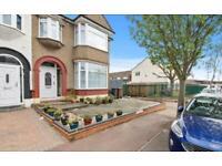 3 bedroom house in Sheringham Drive, Barking, IG11