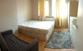 DOUBLE ROOM TO RENT NO DEPOSIT NO FEES