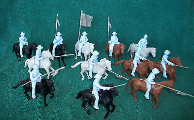 Classic Toy Soldiers Alamo Mexican Cavalry  With Round Hats And Horses X12 Each