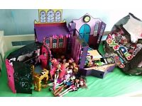Huge Monster High Bundle inc School, DJ decks and 14 dolls and accessories