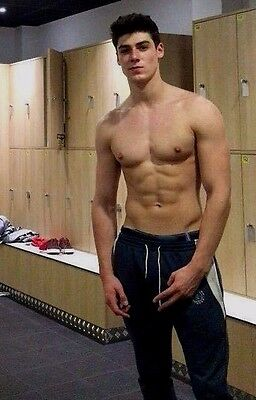 Shirtless Male Muscular Athletic Frat Jock Hunk Locker Room Dude PHOTO 4X6 D379