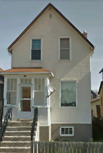 3 br house $ 1050 on Heron st . South side of town