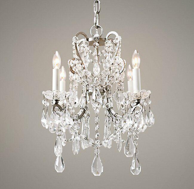 Photo RESTORATION HARDWARE Chandelier Manor Court Crystal 4-Arm Four-Light