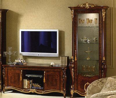 Italienische Möbel Holz (Italienische Vitrine Holz Nussbaumfarbe Blattgold Barock Verzierung Klassisch)