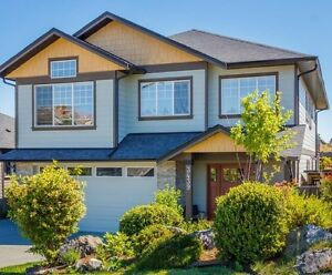 Newer 4br 3 bth, garage, fenced upper home, Colwood AVAIL OCT 1