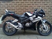 Honda cbr 125cc with Mot till november 2018